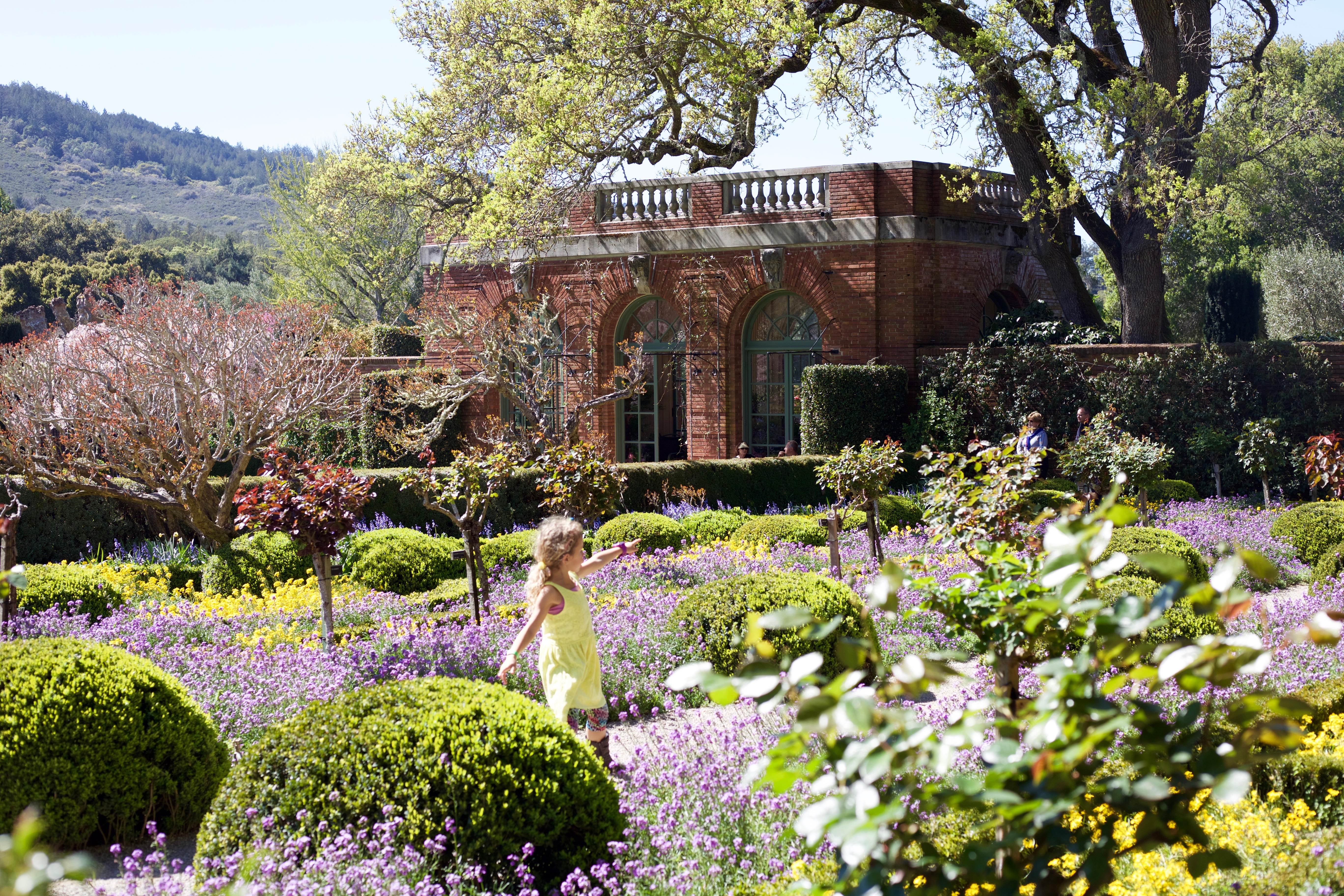 "Filoli Promises ""A Palette of Flowers"" this Spring Season"