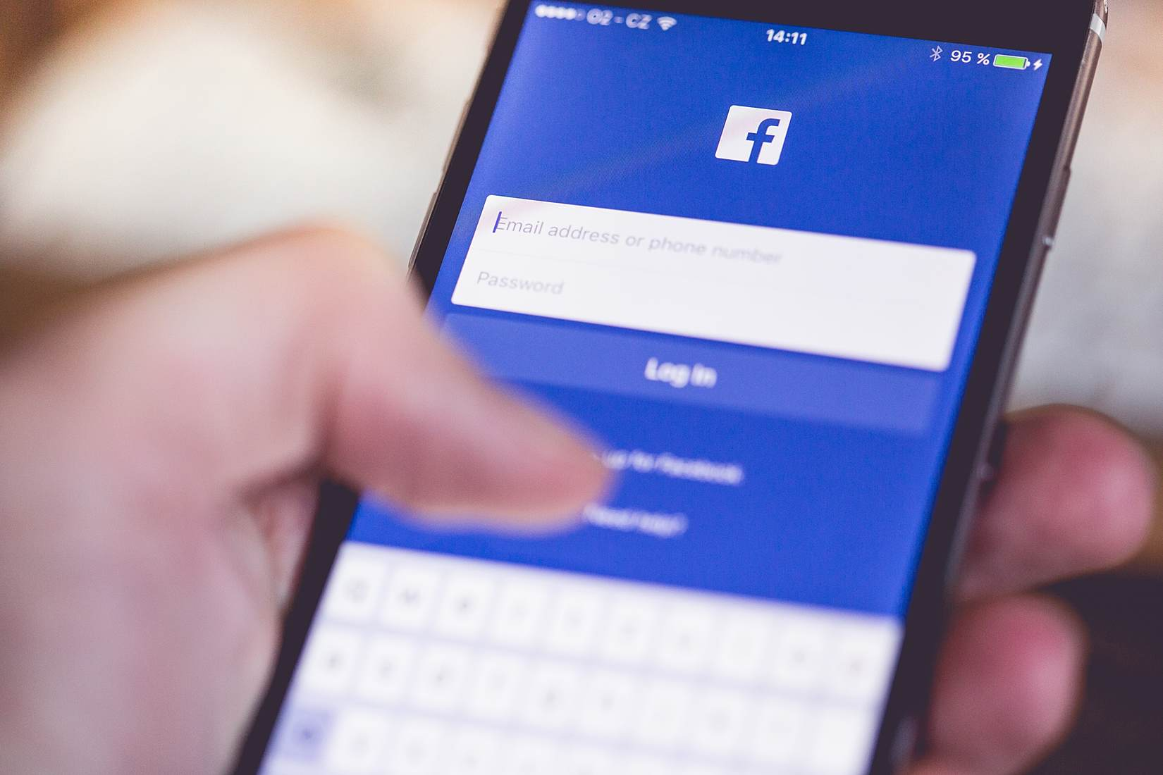 Facebook News Suppresses Headlines – A Reminder to Think for Ourselves